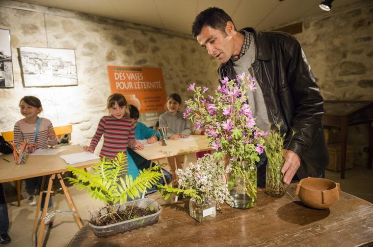 Atelier plantes préhistoriques - crédit Lionel Moogin - Agly Tourisme