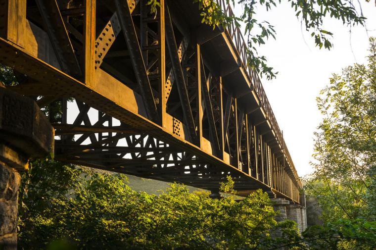 Viaduc du train rouge - crédit Lionel Moogin - Agly Tourisme