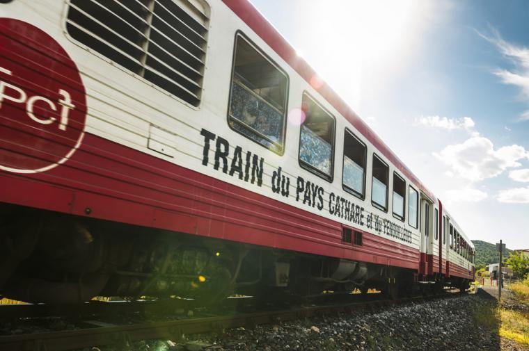 Le train rouge - crédit Lionel Moogin - Agly Tourisme